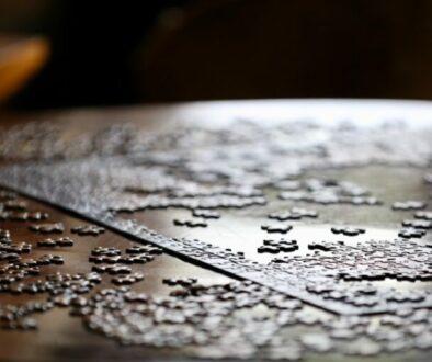 Puzzle: Ein Teil greift ins andere